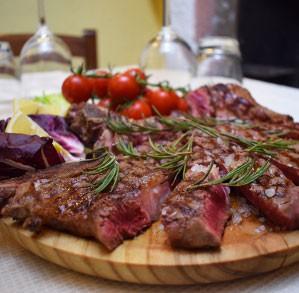 Gustosa tagliata di carne con pomodorini Ristorante Pizzeria Il Borgo'